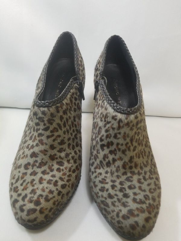 Antonio Melani Womens Leopard Print Calf Hair Ankle Boots Booties Gray Black 9
