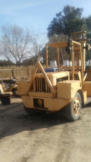 12.000 lbs. Champ rough terrain forklift for Sale in Fresno, CA