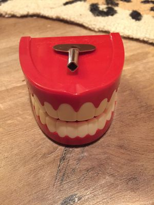 Plastic Windup Novelty Chattering Teeth with metal key for winding Red for Sale in Coral Springs, FL