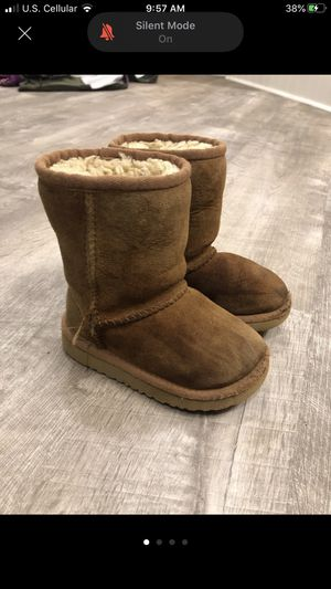Toddler UGG boots size 7 for Sale in Hood River, OR