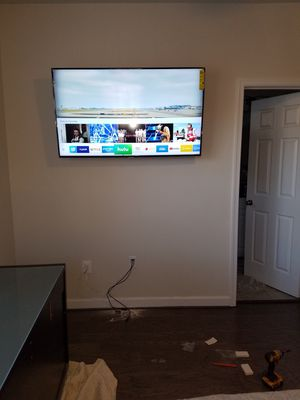 Tv mounting service-- with flat tilting and full motion swivel tv wall mounts for Sale in Oxon Hill, MD