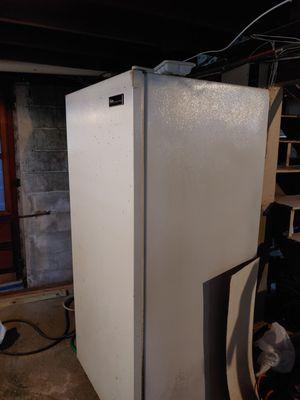 Upright freezer 22 cubic for Sale in HVRE DE GRACE, MD