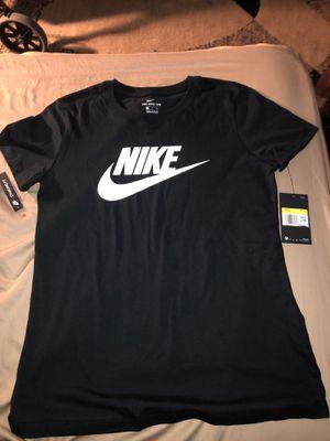 Women's Nike t shirt for Sale in Sacramento, CA