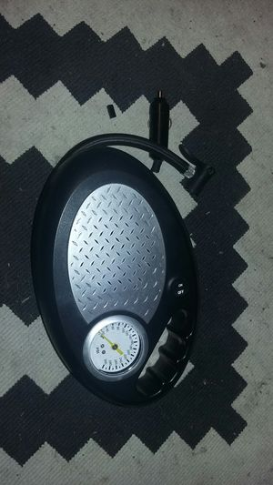 12 volt tire compressor (trade ) for Sale in San Angelo, TX