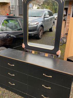 Wooden Dresser, Nightstand And Mirror Set for Sale in Renton,  WA