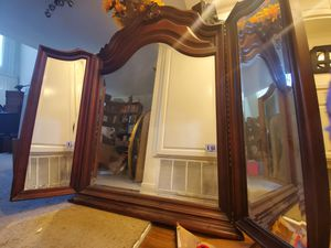 Wood folding three panel vanity mirror for Sale in Santa Ana, CA