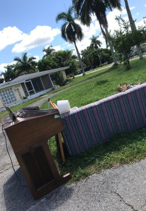 Free on side of road! Pick Up Now for Sale in Fort Myers, FL