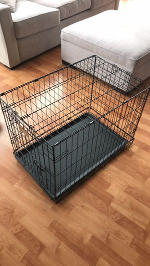 small to medium dog crate. 19x30x21 dimensions for Sale in Chicago, IL