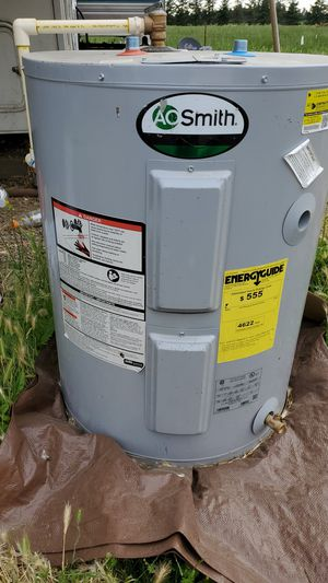 Water heater (28 gallon) for Sale in Woodburn, OR