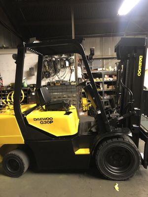Daewoo forklift 6000 lbs triple stage sideshift pneumatic for Sale in Westminster, CA