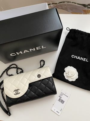 CHANEL Leather Crossbody Shoulder Bag for Sale in Brooklyn, NY