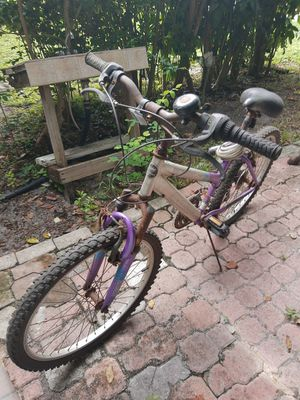 Magna girls bike for Sale in Biscayne Park, FL