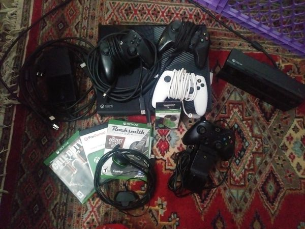 XBOX ONE Gaming System with TONS of Accessories *EXCELLENT CONDITION GAMING BUNDLE*