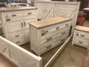 New King Bedroom — SOLID WOOD for Sale in Virginia Beach, VA