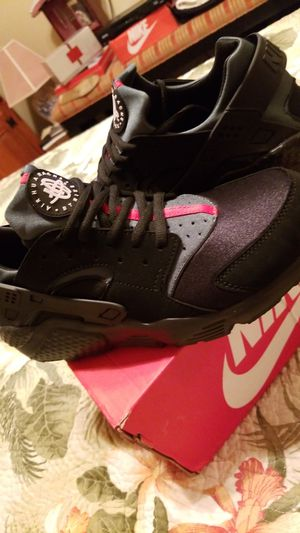 Nike air HUARACHE Gucci colors for Sale in VLG WELLINGTN, FL