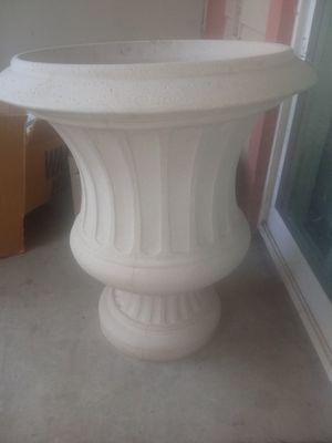 Big flower pot for Sale in Parlier, CA