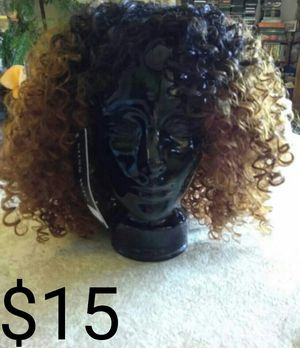 Nwt Two toned curly wig for Sale in Clearwater, FL