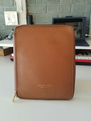 Authentic Michael Kors ipad/tablet sleeve leather case (used) for Sale in Lincoln Acres, CA