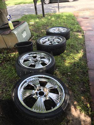 Selling my 20 inches 5 universal rims in great conditions no issues.. for Sale in Bay Lake, FL