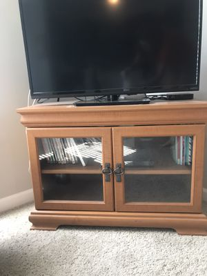 Corner tv stand for Sale in Columbus, OH