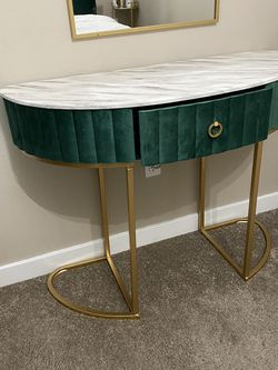 Consul table New Never been use for Sale in Maple Valley,  WA