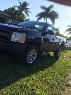 2011 Chevy Silverado 1500 for Sale in Miami, FL