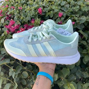 ADIDAS AERO GREEN FLB RUNNER SHOES 10 WOMENS for Sale in Chandler, AZ