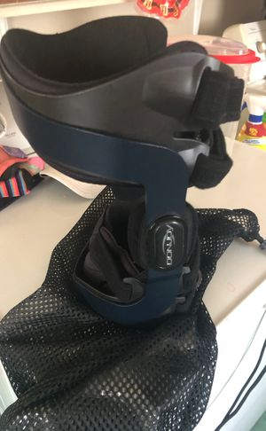 Donjoy knee brace for Sale in Lowell, OH