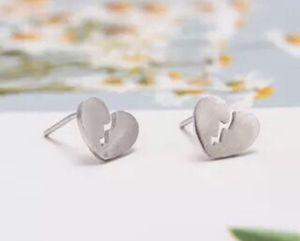 935 silver broken heart stud earrings 💔 for Sale in Rowland Heights, CA