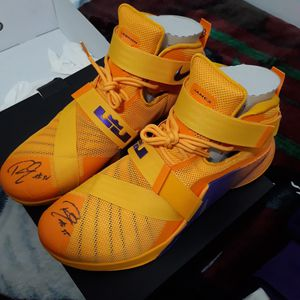 Lebron soldier IX signed by Roy Hibbert for Sale in Long Beach, CA