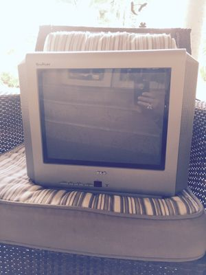 Small Color TV fits any were for Sale in Hialeah, FL