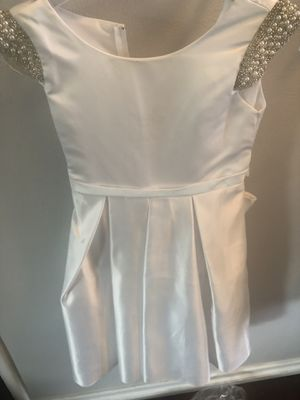 White dress little girls size 6 for Sale in Covina, CA