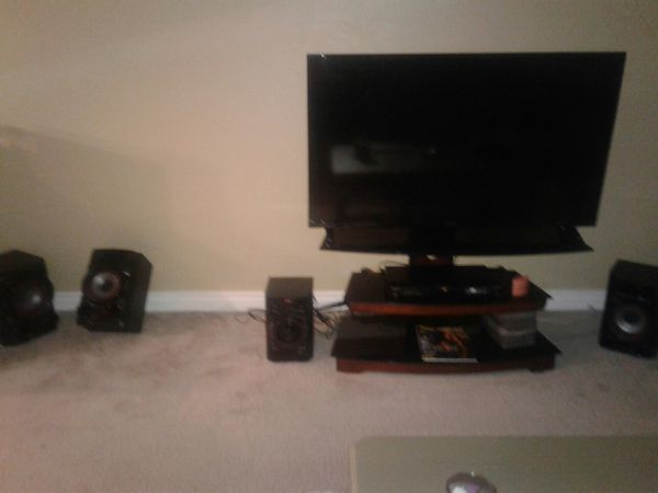"""(TV 50"""") (DVD PLAYER) (TV STAND) (STEREO) KING SIZE BED ,NIGHT STANDS, DRESSER, MIRROR & LAMPS) MINNI BAR"""