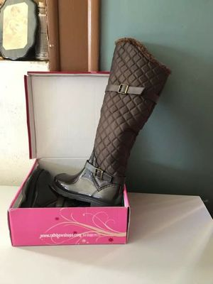 new women boots sise 10 new in its box the price in the store is 34.99 for Sale in North Las Vegas, NV