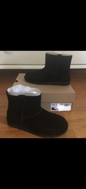 UGG Classic II Mini Boot Black size 9 in Womens( pick up only !) for Sale in Clinton, MD