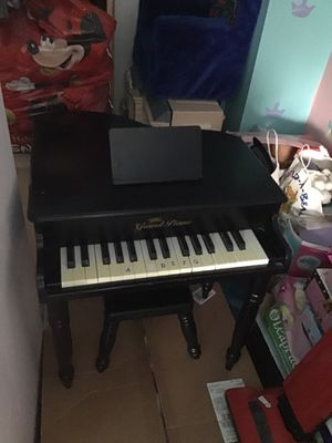 Mini Piano for Sale in Chicago, IL