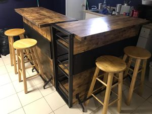 BAR WITH STOOLS for Sale in Belleville, NJ