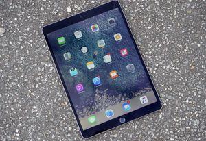 iPad pro 10.5 64GB Grey WiFi + Cellular for Sale in Arlington, VA