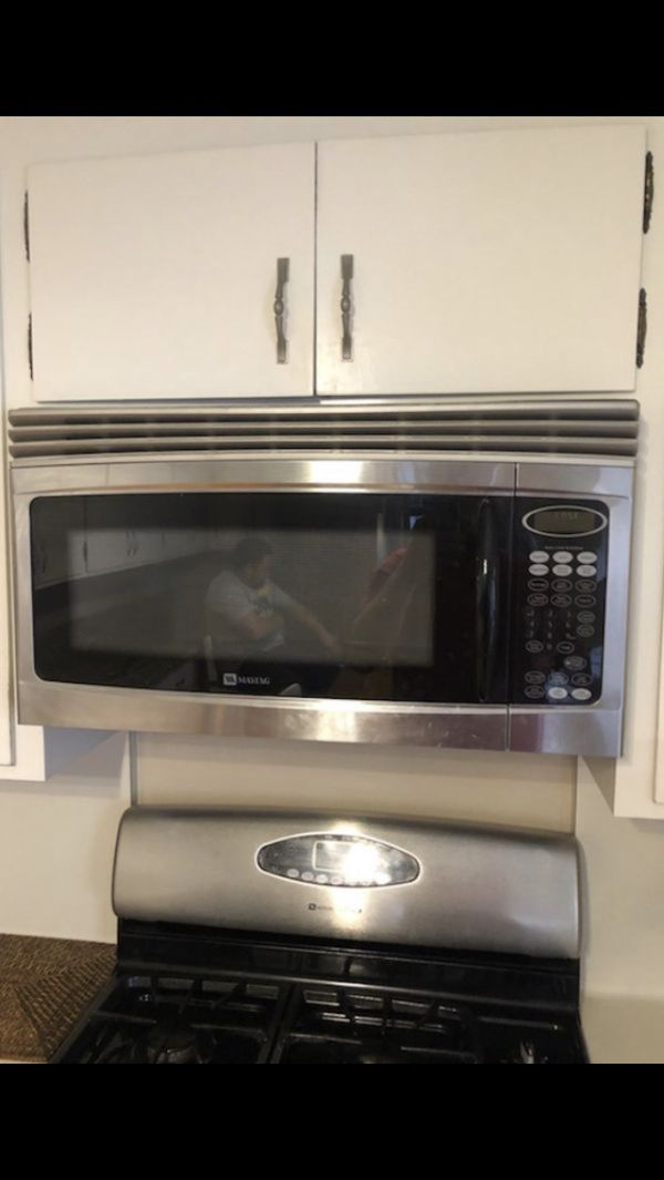 Gas range and microwave for sale!