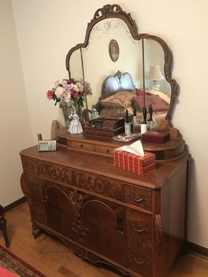 Antique dresser with mirror for Sale in Austell, GA