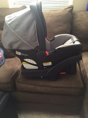Graco SnugRide 35 click connect Infant car seat with base for Sale in Lake Worth, FL