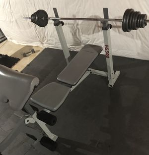 Fitness Gear FG500 weight bench with 4x10, 6x5, 6x2.5 = 16 plates = 85lbs and a bar for Sale in Hoffman Estates, IL