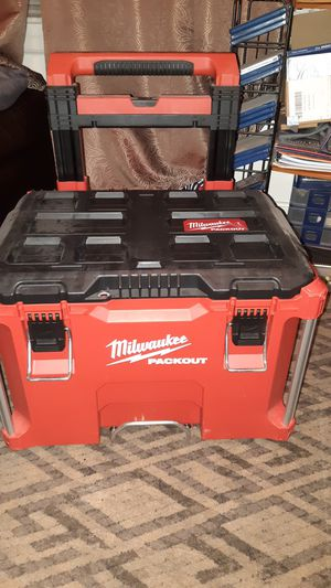 """Milwaukee PACKOUT 22"""" ROLLING TOOL BOX WITH EXTENDABLE HANDLE for Sale in Nashua, NH"""