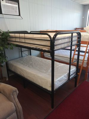 New Twin/Twin Metal Frame Bunk Bed for Sale in Parma Heights, OH