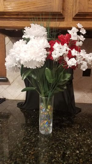 Very nice Red and White Floral Arrangement. for Sale in Arlington, TX