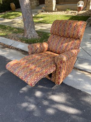 Lazy boy recliner - Free. PU in Mountain House for Sale in Tracy, CA