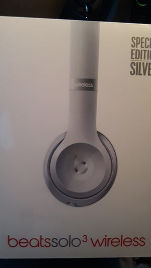BEATS SOLO 3 WIRELESS HEADPHONES **SPECIAL EDITION SILVER** for Sale in Tacoma, WA