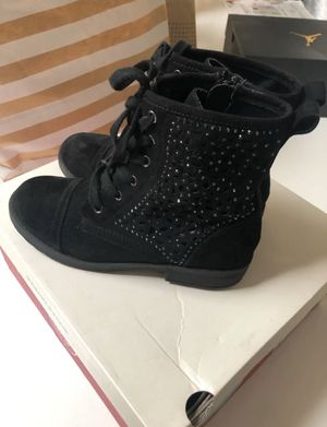 Boots for girls size 3y for Sale in Hayward, CA