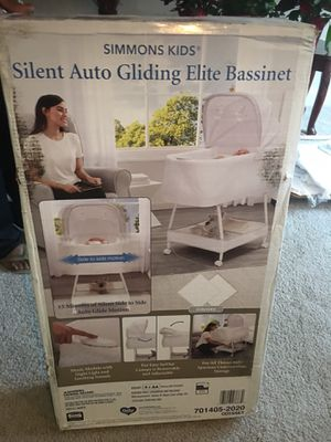 Simmons kids silent Auto Gliding Elite Bassinet for Sale in Oxon Hill, MD