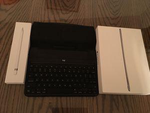 iPad Pro (9.7 inch, 32gb) + Apple Pencil + Logitech Keyboard for Sale in New York, NY